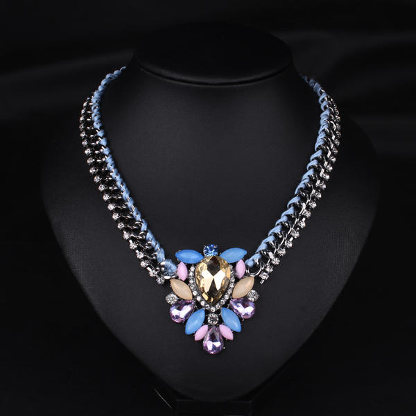 c8e852802617 Exquisito Aleación Dorado con Rhinestone Imitaciones de piedras Señoras  Collar  de la manera